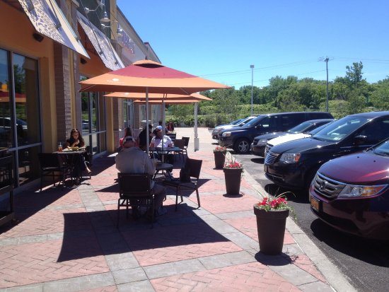 Cicero, NY: Panera Bread - front (outside) tables