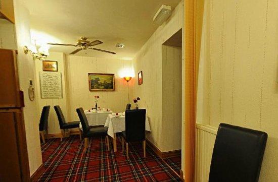 Edinburgh House: Guest Breakfast Room
