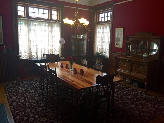 The Carriage House Inn Bed and Breakfast: photo2.jpg