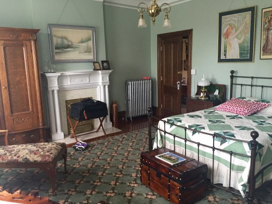 The Carriage House Inn Bed and Breakfast: photo4.jpg