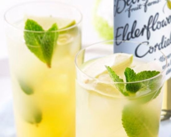 Pimpama, Australien: Elderflower Cocktail