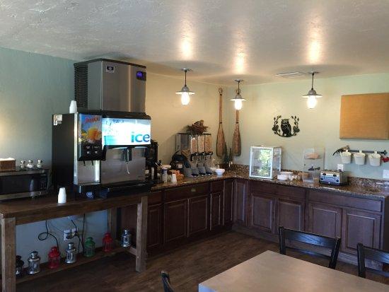 Open Hearth Lodge: Continental breakfast