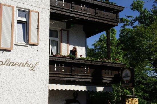 Gastehaus Karolinenhof: Sacada do apartamento
