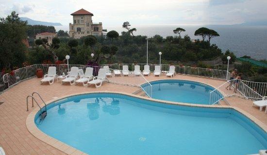 Villa Lubrense : Les deux piscines avec vue sur la mer