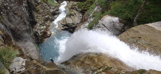 Pyrenees-Autrement: pendant un rappel de 55m...
