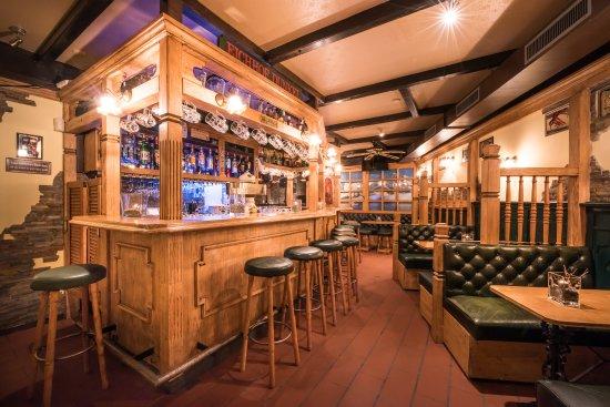 Da Sina Pizzeria: Sina's Pub Apero and cocktails
