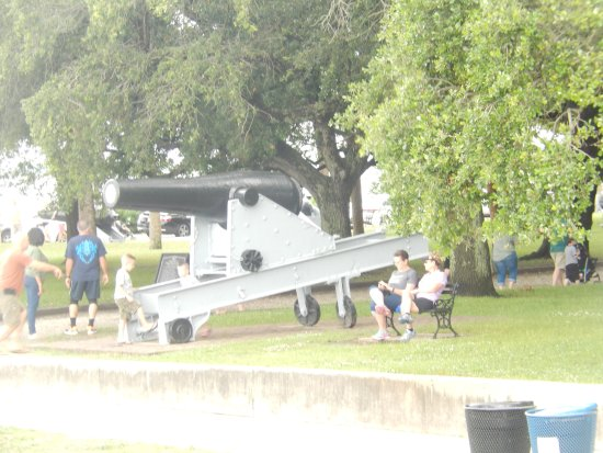 Southern Accent Tours: Cannon on the water front