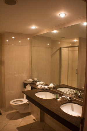Shearwater Hotel: Really big Bathroom