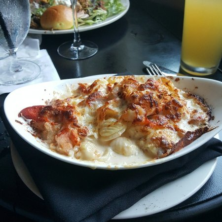 Frontier Tavern at Omni Bedford Springs Resort : Best lobster mac and cheese ever