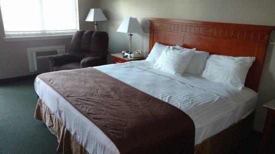 Waynesboro, TN: King Room