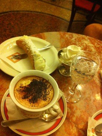 Café com Canoli