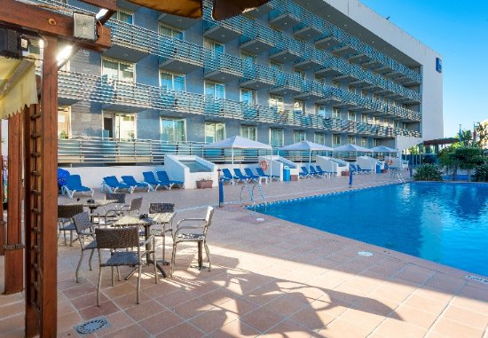 Habitaci n picture of tryp port cambrils cambrils for Piscina cambrils