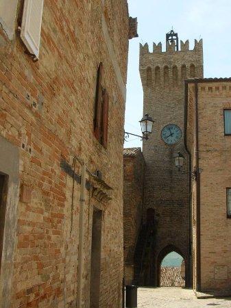 Moresco, Italy: Orologio visto da piazza Castello