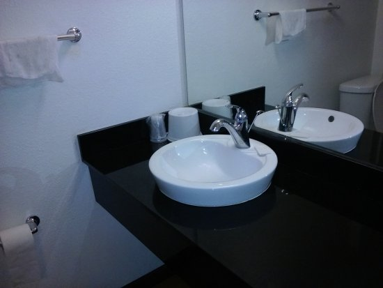 Studio 6 Cypress: very clean bathroom and shower...upscale sink..nice/ always hot water when you need it..r