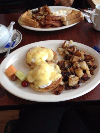Markdale, Canada: Eggs Benedict