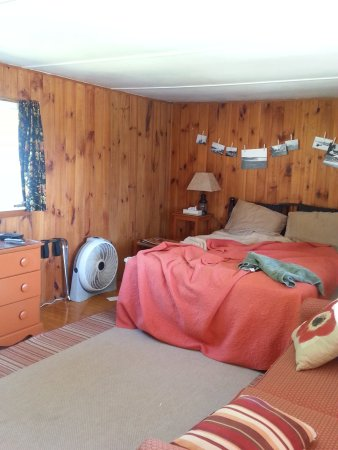 Bay Leaf Cottages & Bistro: Cute little room in the main motel