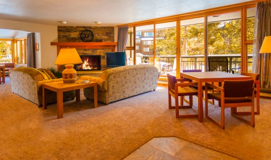 Keystone, CO: Spacious living room with games table
