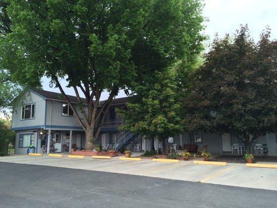 Tri-R Motel
