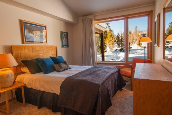 Keystone, CO: second bedroom with queen bed