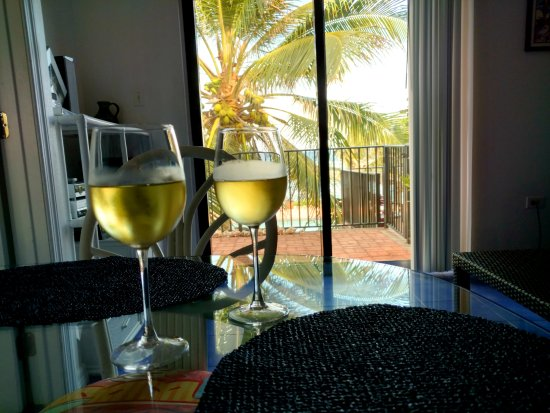 Bodden Town, Grand Cayman: A cold glass of white wine, pool and sea just outside our room.
