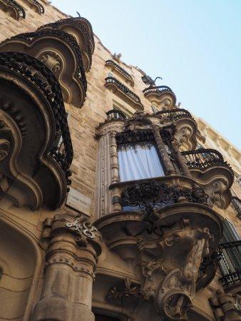 Barcelona Architecture Walks: Casa Calvet - Barcelona & Gaudi