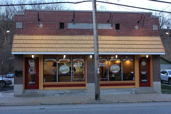 DeMore's Pizzeria
