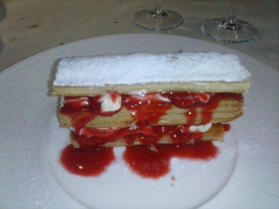 La Cuisine de Bertrand: notre dessert, millefeuille à base de fraises ! un délice !