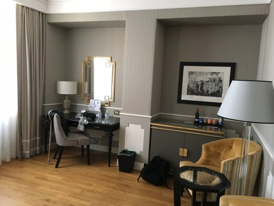 The Westin Palace, Milan: The rest of our room
