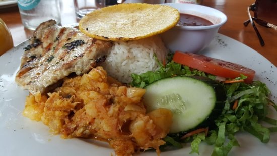 Restaurante El Sabor de la Montana : Grilled chicken, rice, beans, veggie salad, and a potato/garlic mash up. TASTY!