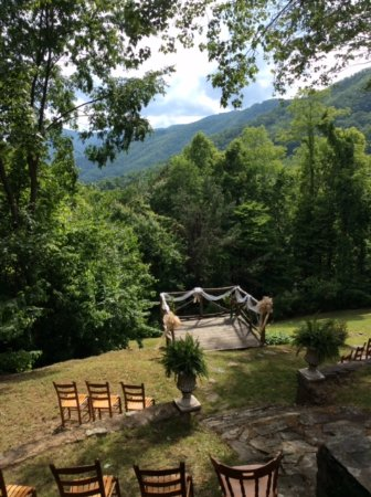 Smokey Shadows Lodge: Our spot for the wedding ceremony