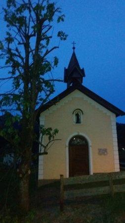 Munster, Austria: petite chapelle en face de l'hôtel, charmante