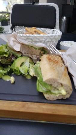 I ordered a Chicken & Avacado sandwich - very basic and poorly presented