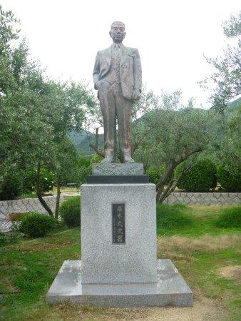 Bunji Horimoto Statue: 像の全景