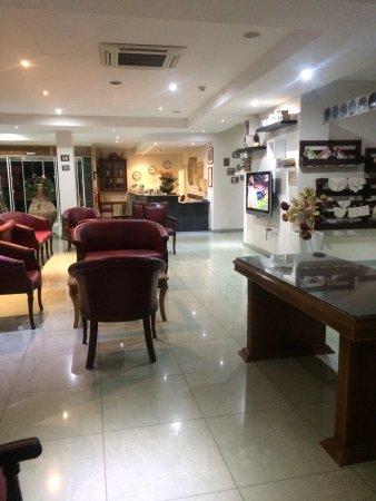 Гермасойя, Кипр: Lobby