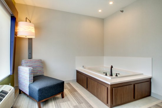 Holiday Inn Express & Suites Aurora - Naperville: Bridal Suite