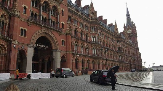 St. Pancras Renaissance Hotel London: outside
