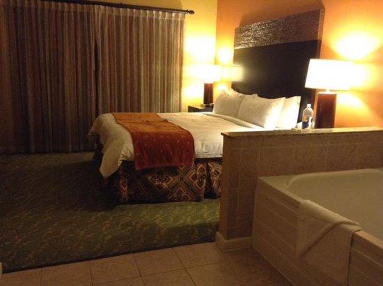 Marriott's Villas at Doral: master bed