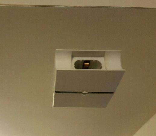 Apartamenty Zakrzowek : Lustro w łazience bez żarówki :)