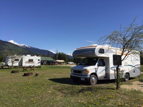 Valemount Pines Camping