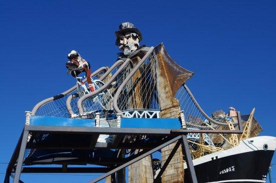 Museum of Outdoor Arts: Huge ship/bridge/head sculpture