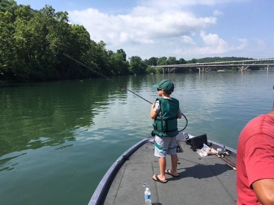 Nixa, MO: Trout fishing on Lake Taneycomo