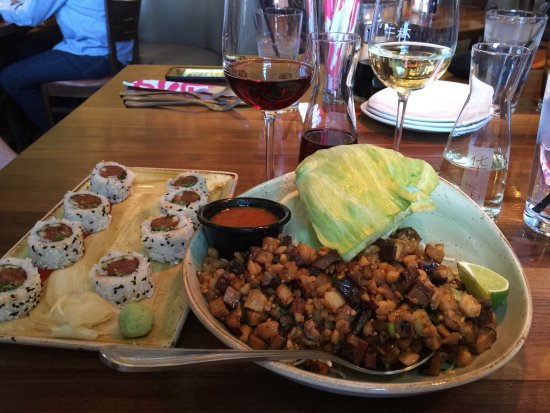 Victor, Nowy Jork: Vegetarian Lettuce Wraps with stir fry tofu