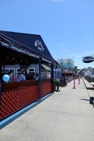 Fishbones Bar & Grille: From the outside