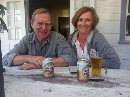 Te Aroha, Yeni Zelanda: Our friends, Colin & Lynn, enjoying a break on the Veranda.