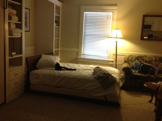 Eastern Slope Inn: One of the 2 murphy beds
