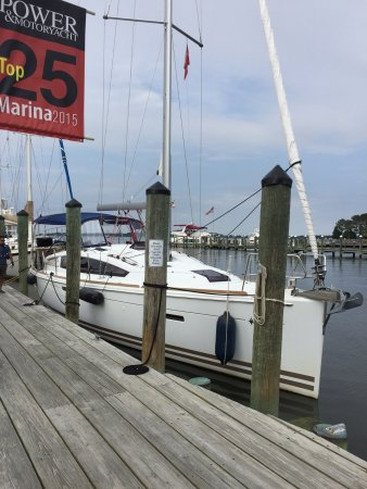 Foxy's Harbor Grille: photo0.jpg