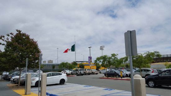 efebe14ae5 US-Mexico Border Wall from the Outlet Parking Lot - Picture of Las ...