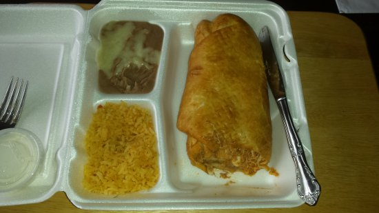 Belvidere, Илинойс: The gigantic Chimichanga dinner with rice and beans! Yummy
