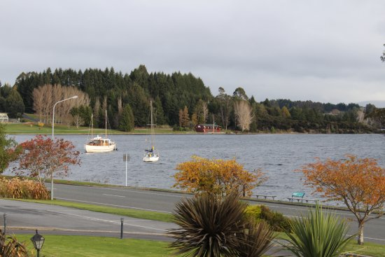 Fiordland Lakeview Motel and Apartments: View from the room