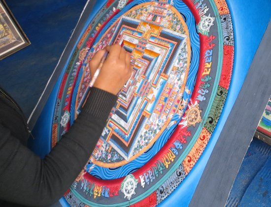 Changunarayan, Непал: A REAL Thanka master doing the final detailing
